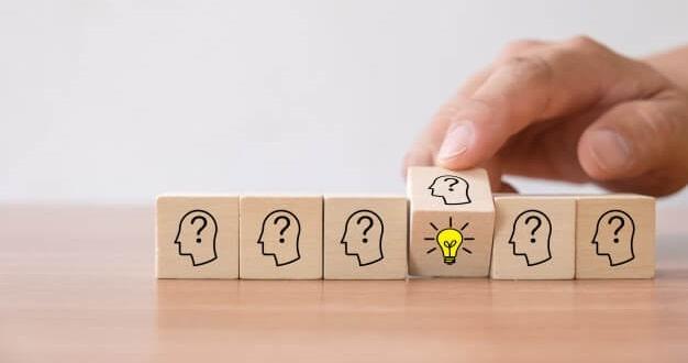 hand-flip-wooden-cube-block-with-light-bulb-icon-head-human-symbol-have-no-idea_1484-2186 (1)